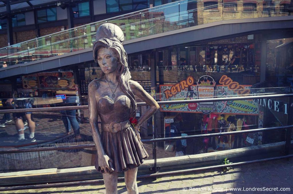 Camden Town Londres Statue Amy Winehouse