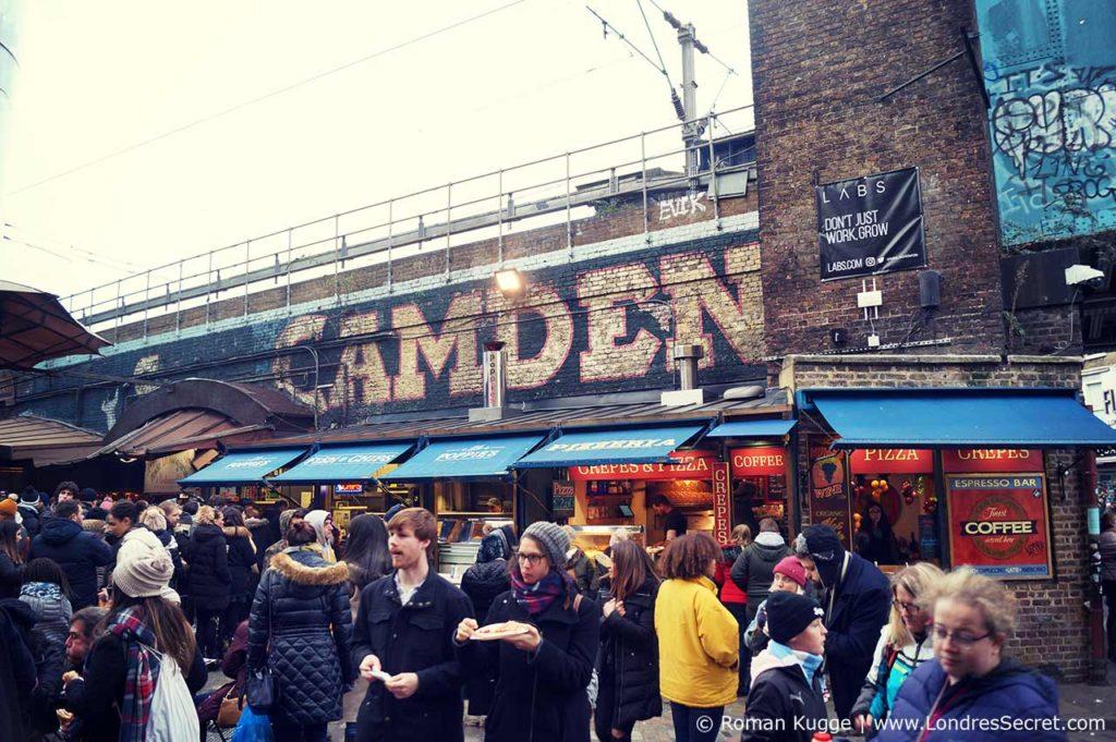 Camden Town Rue devant les rails