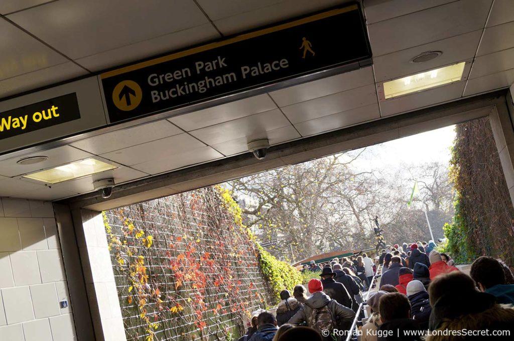 Releve de la garde Buckingham Palace Metro