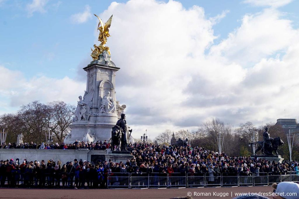 Releve de la garde Buckingham Palace Victoria Memorial Marches