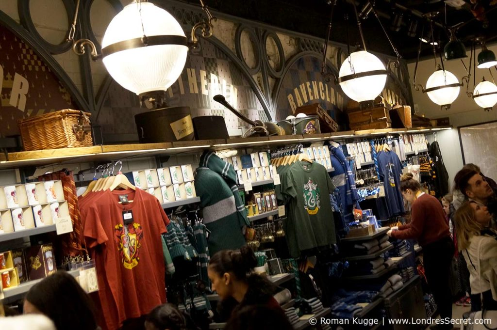 Quai 9 34 Londres magasin de souvenirs Harry Potter