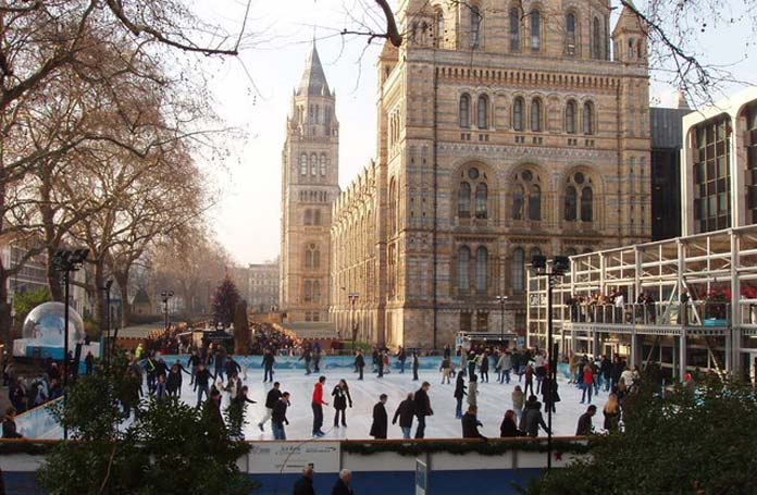 Patinoire plein air de Noël - Londres Natural History Museum