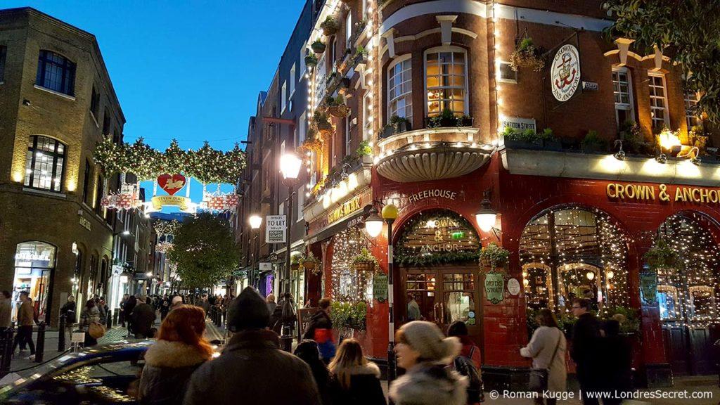 Pub au Seven Dials à Londres à Noël